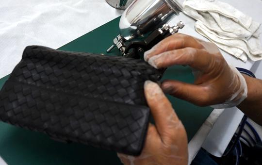 財布(サイフ)の修理・リペアはリペアセンターにお任せください。